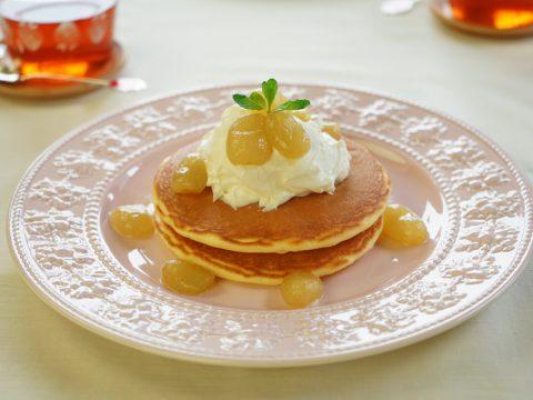 ぶどうのコンポートとマスカルポーネのふんわりホットケーキ